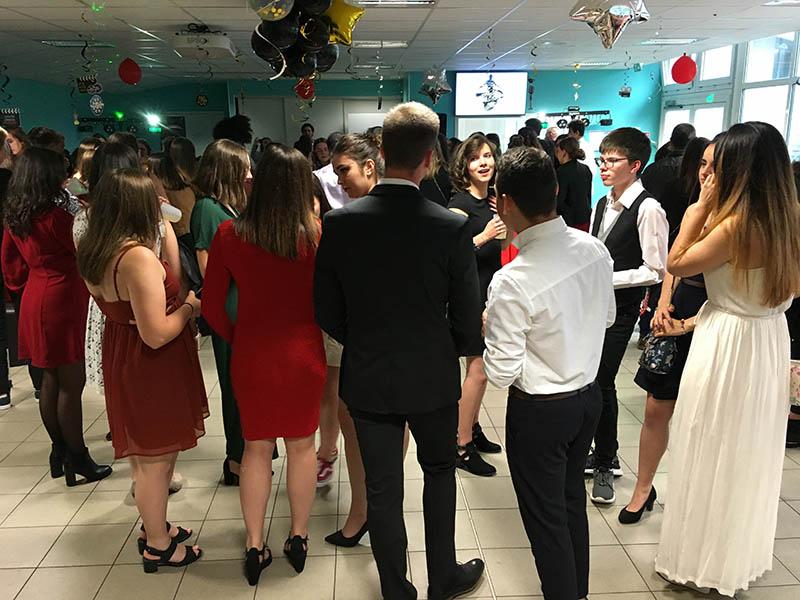 Bal de Promo 2019 pour les élèves de terminales, avant les épreuves de Bac