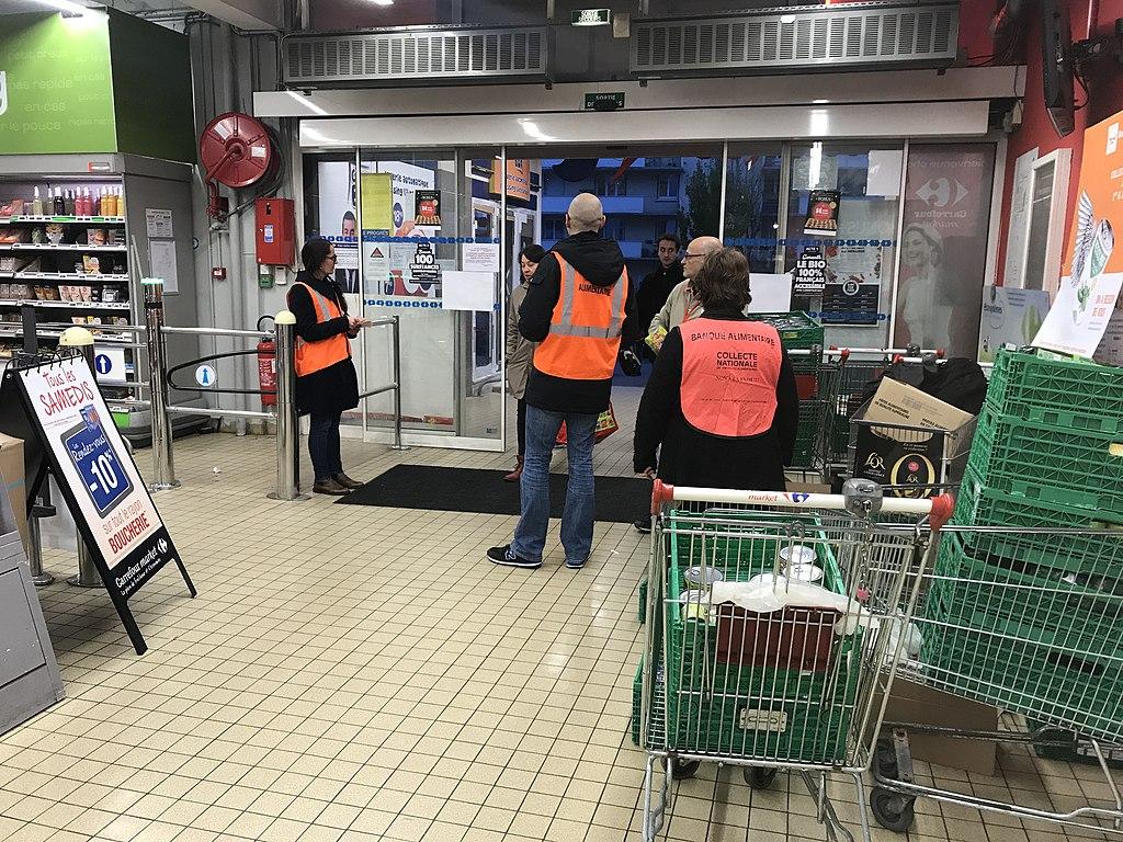 1024px Collecte alimentaire de la banque alimentaire dans un supermarche Carrefour Market a Villeurbanne 2